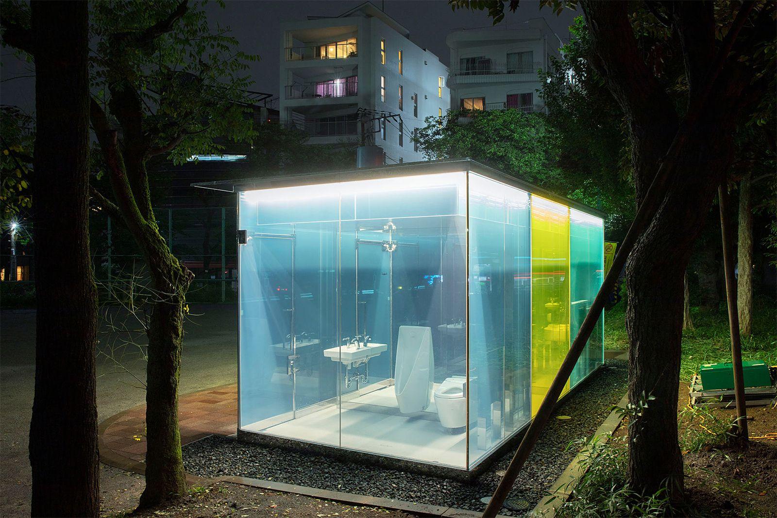 Kimse Yokken İçi Gözüken, Kilitlendiğinde Opak Hale Gelen Akıllı Tuvalet [Video]